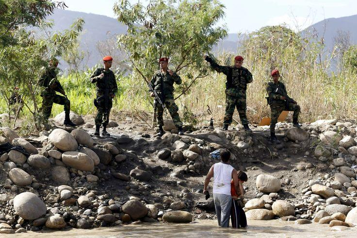 """Familias con la casa a cuestas, niños sin sus padres, y lágrimas. Maduro cierra fronteras con Colombia ante el éxodo de colombianos dejando Venezuela para volver a su país. Justifica las redadas y el estado de excepción por """"desborde institucional""""."""
