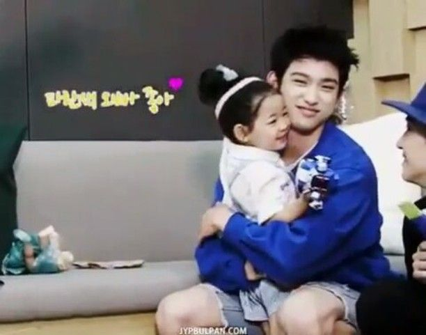 What's more cute than this little girl running into Jinyoung arms I know that he will be a great father My second bias is perfect indeed . . . . . . . . . . . . . . . . . . . . Tags: [#jyp #jypnation #got7memes #Got7 #igot7 #aghase #imjaebum #jaebumgot7 #got7jaebum #jaebum #jaebongi #jbgot7 #defsoul #tzuyu #snsd #jackson #jacksonwang #youngjae #marktuan #bambam #jinyounggot7 #parkjinyoung #yugyeom #bigbang #bts #twice #exo #blackpink #ikon] @jacksonwang852g7 @333cyj333 @pepi_jy_ @mark_tuan…