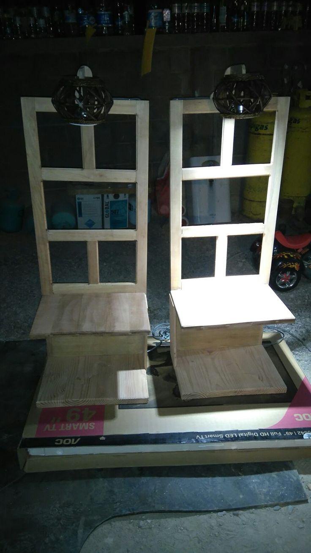 Mesas de noche tipo velador con ventana resiclada
