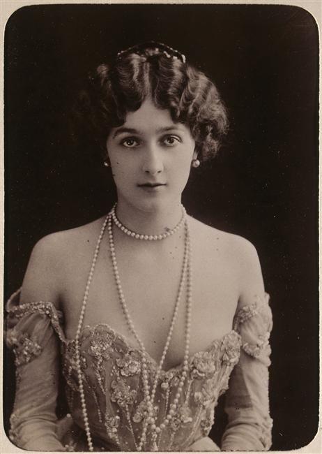 Réunion des musées nationaux.    Natalina dit Lina de Cavalieri, 1874-1944 était  une soprano italienne
