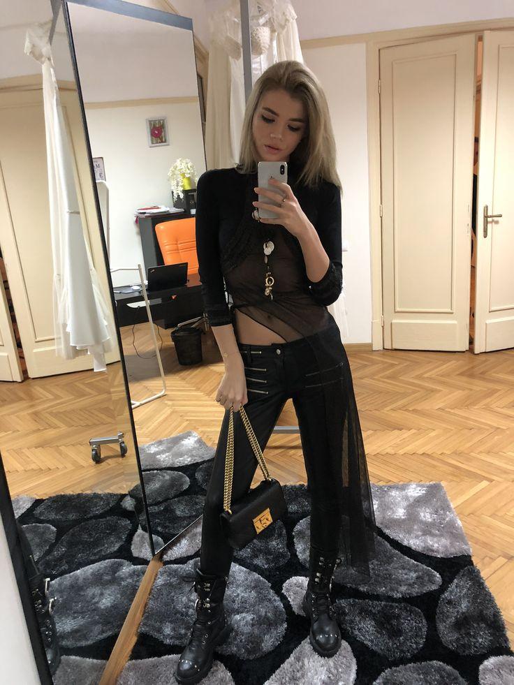#blackoutfit #blackblouse #asymmetric #gold #2017 #2018 #collection #partyoutfit #stylish #fashionista