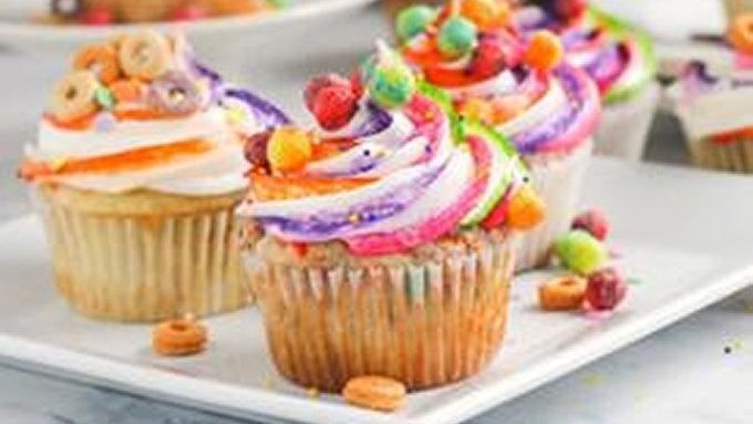 Don't throw that box of cereal away with just a bit of cereal at the bottom! Turn those crunchy tidbits into edible confetti treats with this super cool cupcake recipe!