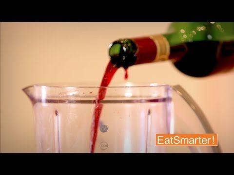 Die Gäste sind schon da, aber der Wein müsste ansich noch atmen? Kein Problem, wir haben einen genauso ungewöhnlichen wie effektiven Trick für euch: Wein ganz schnell dekantieren - Die 50 Besten Küchentricks der Welt - YouTube Trick #7 - hier abbonieren: www.youtube.com/EatSmarterde