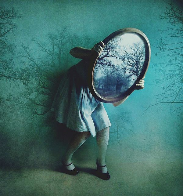 alice's mirror in Alice in Wonderland: Showcase of Impressive Cosplay Photography