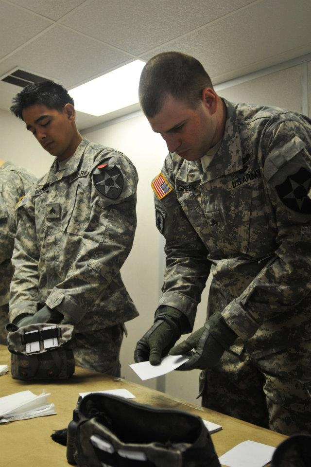 FORT IRWIN, Calif. – Soldiers with 4th Stryker Brigade Combat Team, 2nd Infantry Division, learn how to collect fingerprints from a site during a battlefield forensics class here, June 5.