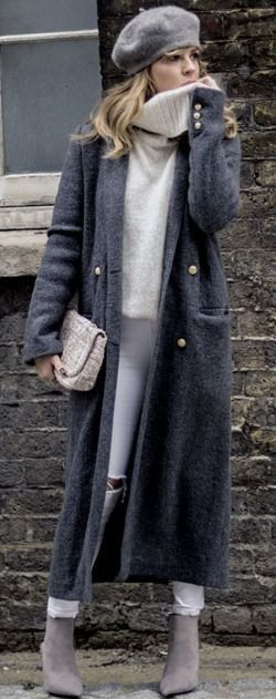 A maxi coat will go a treat with an oversized knit sweater and skinny jeans. Isabel Sellés wears the look with pale grey Chelsea boots and a matching vintage style beret; making the style perfect for winter.  Maxi Sweater: New Look, Jeans: Topshop, Coat/Bag/Boots: Zara. #maxi