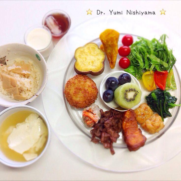 """Dr. Yumi Nishiyama's """"The Original Diet Plate"""" for beauty & health from japanese doctor‼️   2015.9.26「ドクターにしやま由美式ダイエットプレート」:女性医師が栄養バランスを考えた、美味しいプレートのご紹介。    大きめのプレートに、血糖値を急激に上げないように考えた食材を並べ、12時の位置から順番に食べるとても分かり易い方法です。   血糖値を上げないこの食べ方は、身体に優しく栄養補給ができるので健康を維持できます。オリジナルの⭐️西山酵素⭐️も最後に飲みます。   ⭐️美女のスイッチ⭐️⭐️時計周りに食べなさい⭐️の西山由美医師の本もAmazonで購入可。  http://www.momohime-medical.com  #ダイエットプレート #diet #healthy #にしやま由美 #痩せる食事 #doctor #nagoya #nutrition #子供の脳育を考えた食事 #血糖値が急上昇しない健康的食事方法"""