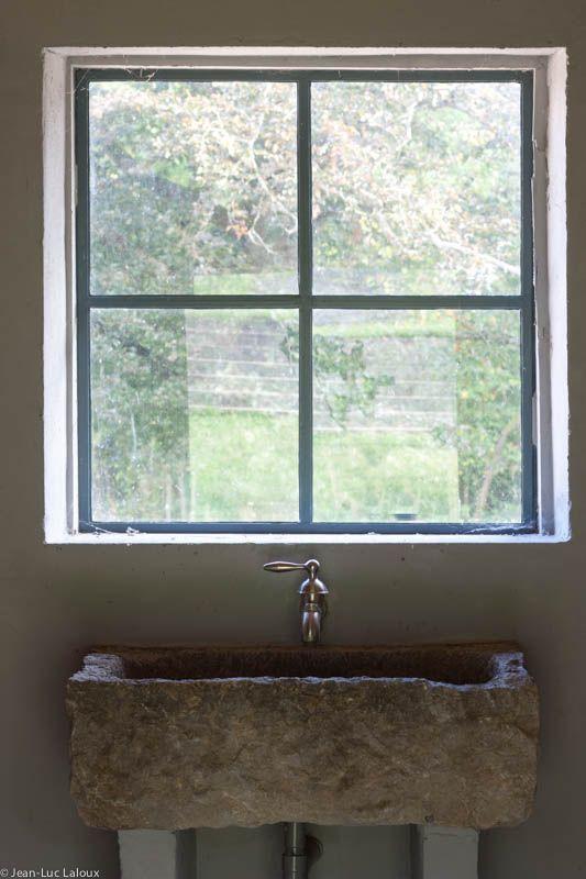 Stone basin #surfaces #bathrooms #designer #interiordesigner #interiordesigners #bespoke #homes #design #homedesign #stone