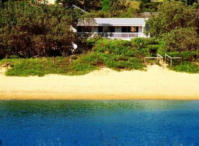 Castaway Cottage | Copacabana, NSW | Accommodation
