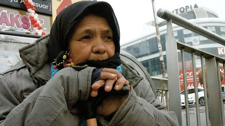 """70 Yaşındaki Anne Gülten Elgün: """"Çok Üşüyorum Ama Bu İşi Yapmaya Mecburum"""""""