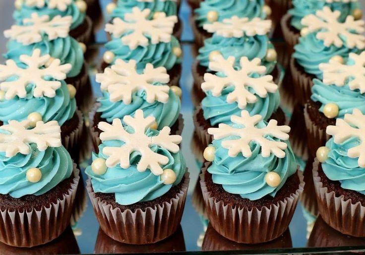 Cakes Chic - cupcakes, brigadeiros gourmet, tortas, bolos e doces finos: Festa Frozen, uma aventura congelante.