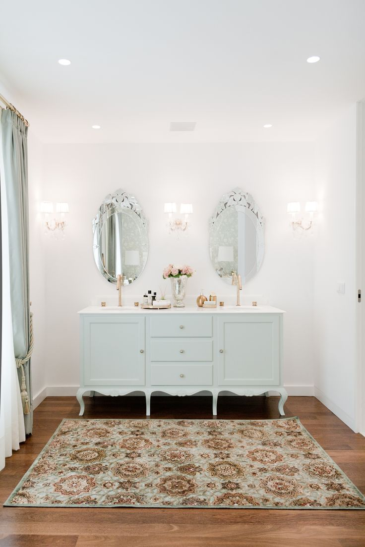 Bathroom Suite Decor
