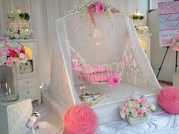 Buaian besi dengan tema pink white amat sesuai for Baby cradle function decoration
