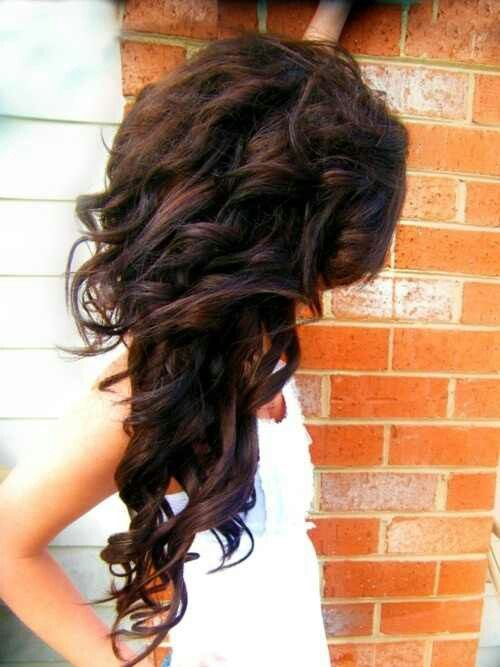 Dark Brown Hair. Curls. Layers. This makes me wish I had long hair again.
