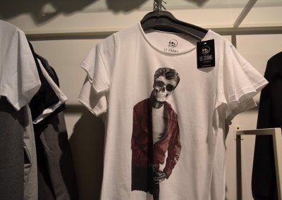 Camisetas Le Crane: Un estilo rompedor, irreverente que desea renacer para anteponerse a las adversidades, y seguir creciendo hasta el infinito y mas allá.