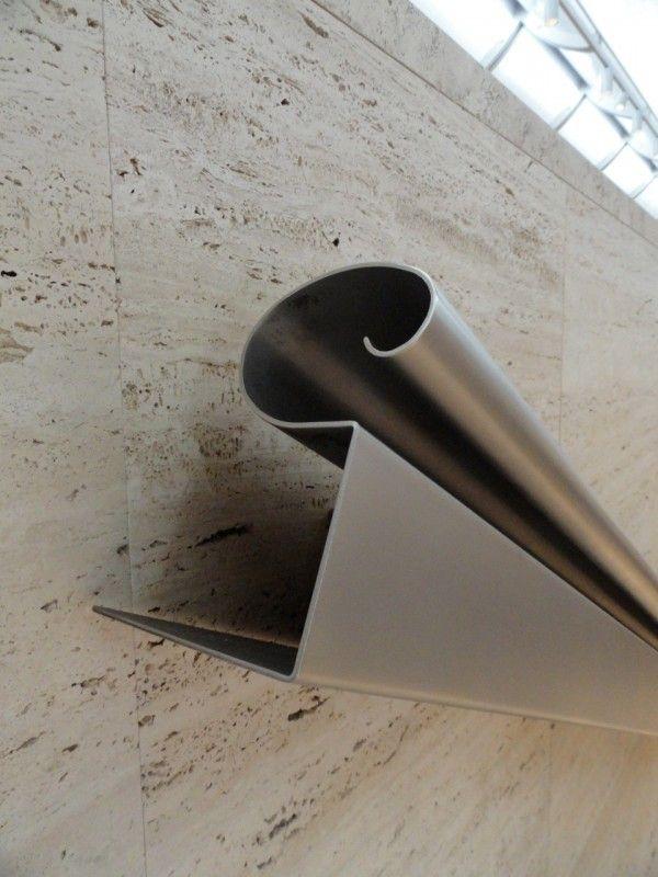 Louis Kahn / Handrail Kimball Museum. Beautiful stainless steel handrail design