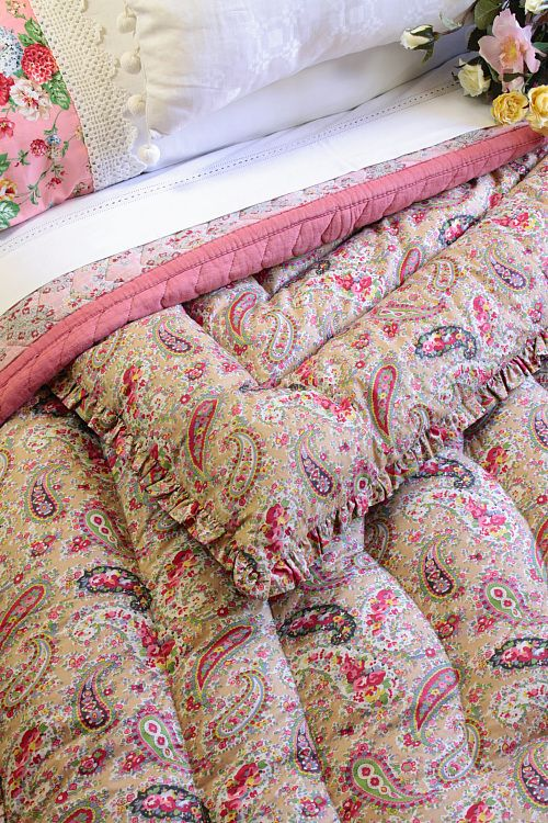 Vintage Home - Immaculate Paisley Eiderdown one of a pair.