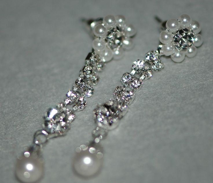Encantadores pendientes de perlas...  Enchanting pearl earrings...