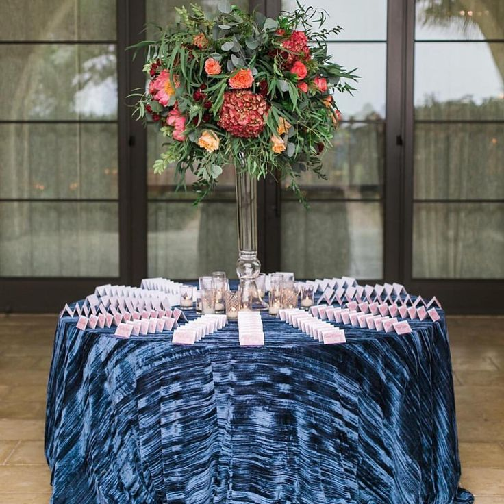 131 best blue weddings images on pinterest blue weddings for Table linen color combinations
