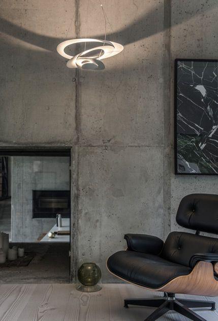"""Светильник разработан итальянским дизайнером Джузеппе Маурицио Скутелла. Среди его заказчиков компании Kawasaki, Ducati, Gaggia, Mercedes, Tronconi, Artemide.   Эффект непрерывного «каскада» достигается за счёт того, что все элементы светильника выполнены из единого круглого листа алюминия, надрезанного с разных сторон и «вытянутого» вниз.    В 2010 года PIRCE удостоен международной премии """"IF Design Award"""" в категории """"The Product Design"""".  #centrsvet #light #lightdesign #свет #дизайн"""