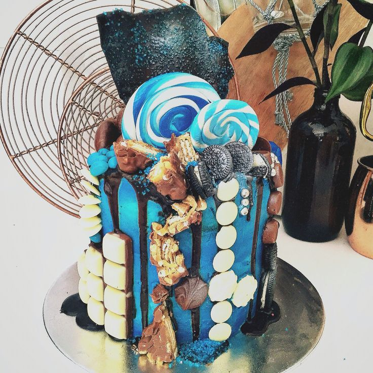 A cake for a blue lover like me