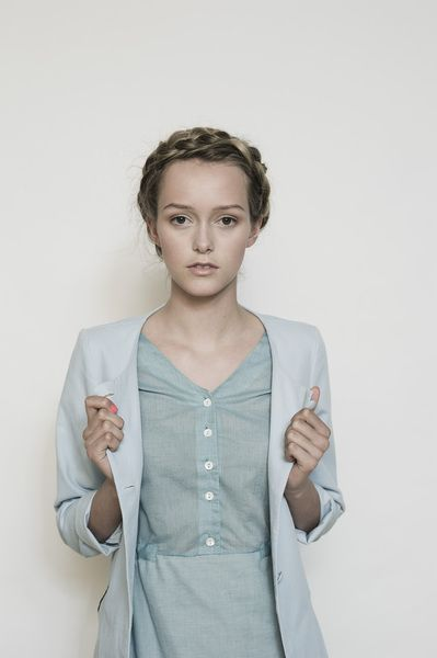 Die 25 besten minimalistischer kleiderschrank ideen auf for Minimalistischer kleiderschrank