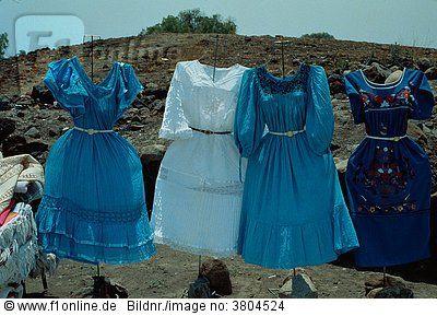 Vier mexikanische Kleider