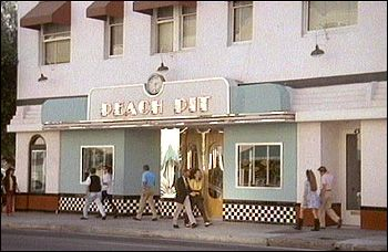 "The original Peach Pit, from the original ""Beverly Hills 90210"" show,  was located at 45 S. Fair Oaks, in Old Pasadena, CA.  That's just north of the corner of Fair Oaks & Green Street,  on the west side of Fair Oaks (south of Colorado Blvd.)"