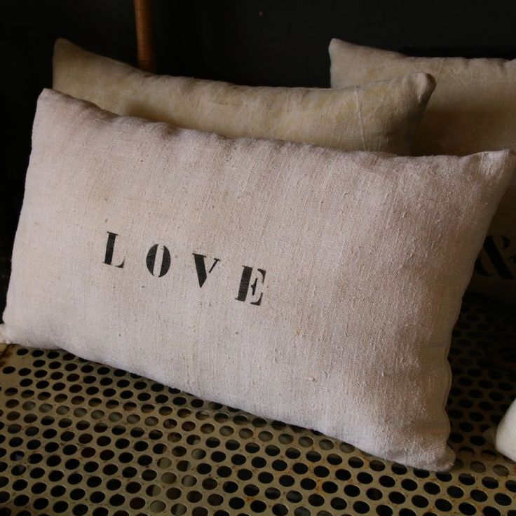 Coussin en lin love florence and initials - Florence bouvier coussins ...