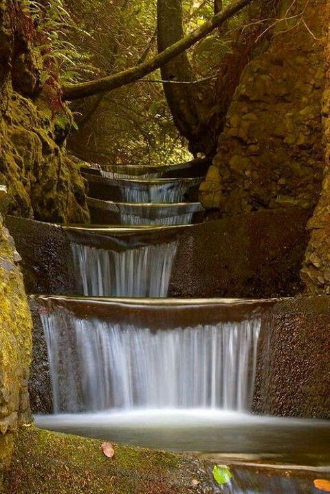 Tiered wayerfall in Oregon  #Beautiful #Places #Photography