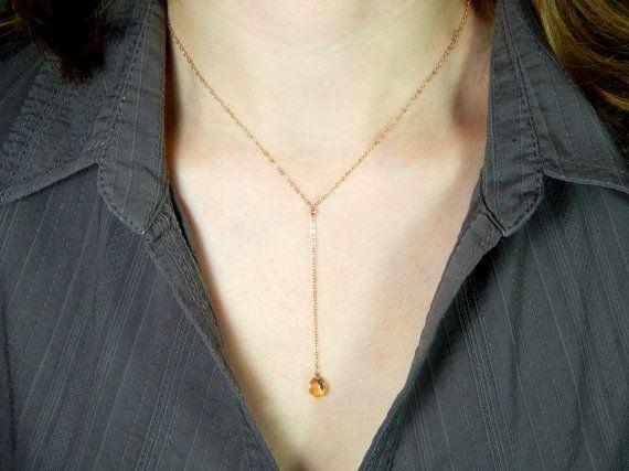 Elegante gouden gevulde Y ketting met kleine Swarovski gouden schaduw tear drop kristal (8 mm).  ❤We crystal kunt wijzigen kleur (zie foto nr. 5) en ketting materiaal zilver of rose goud gevuld. Te verlaten gelieve ons een opmerking bij de check-out, anders blijft het zelfde zoals in de afbeelding.  ❤Our stelde keten lengtes zijn 14-19 inch en van 1 inch tot 5 inch voor de daling. Selecteer de lengte van de aflevermap of laat ons een notitie, beide delen kunnen op verzoek worden aangepast…