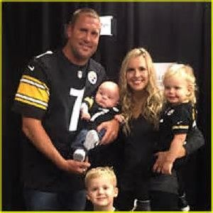 PITTSBURGH STEELERS~Ben Roethlisberger with wife and kids.  660674d28
