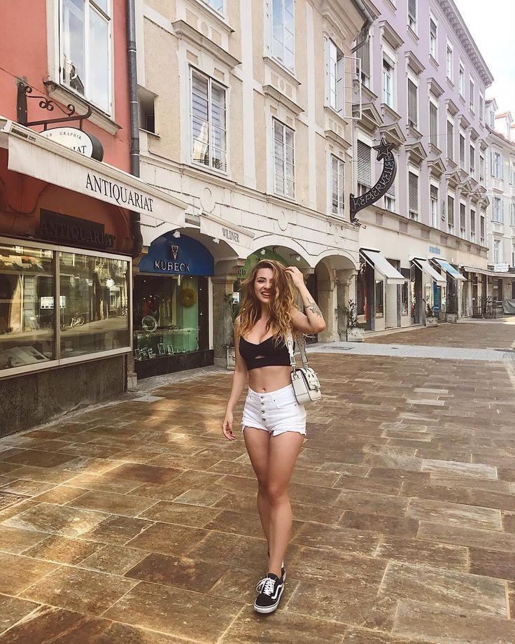 What a charming city🤗Bu arada Çanakkale'de bronzlaşamayıp Avusturya'da bronzlaşmam?😂🕺🏼🤸🏼♂️