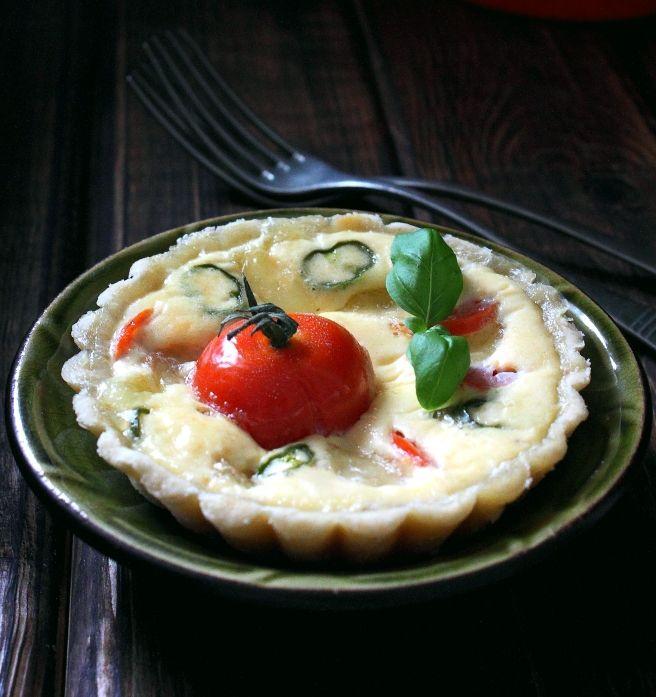 Włoskie ciastka z mozzarellą i pomidorami – idealne na jarski dzień lub śniadanie Wielkanocne :)