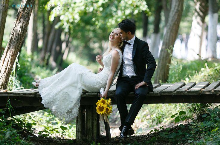Multi va imaginati nunta drept o zi in care va veti afla in lumina reflectoarelor. Dar daca lucrurile stau asa, nu...