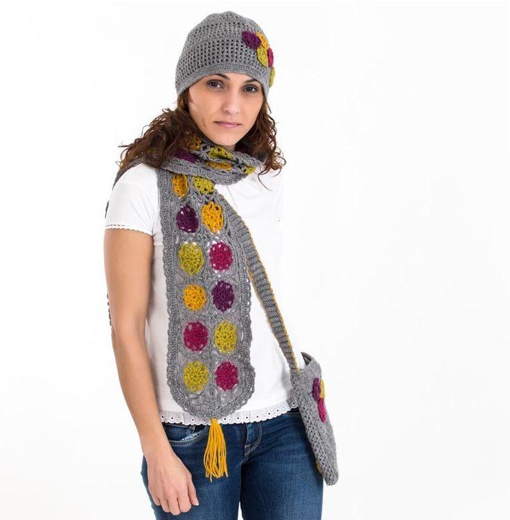 Bufanda elaborada artesanalmente con lana sintética.