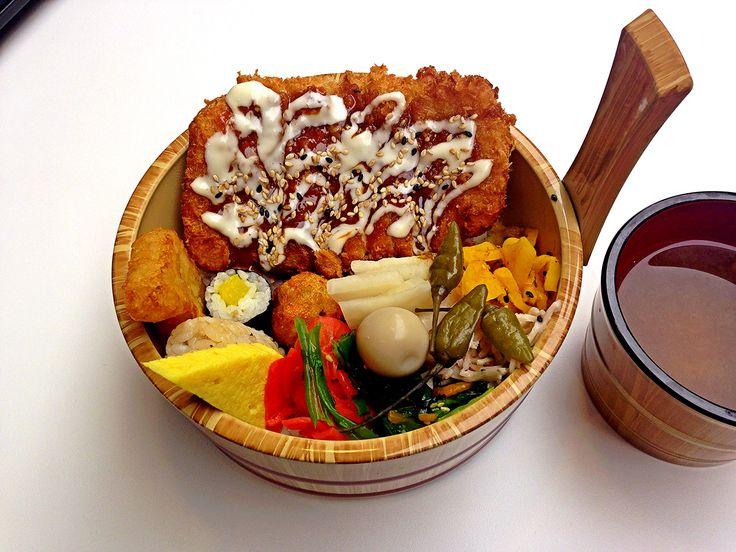 KOKORO BENTO - Fish katsu Bento  마리오아울렛 1관 5층에 생긴 코코로벤또의 생선가스 도시락... 넘 이쁘게 담아주었다. 맛도 생선가스인데 느끼하지 않고 맛있었던.