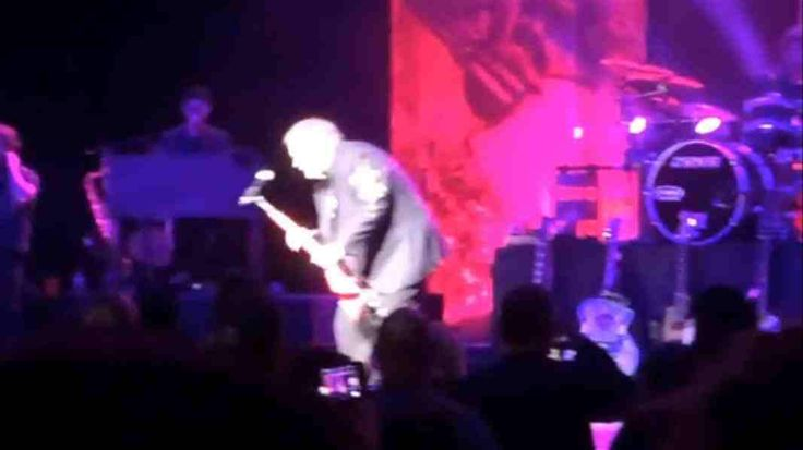 Video: Meatloaf collapses during concert in Canada
