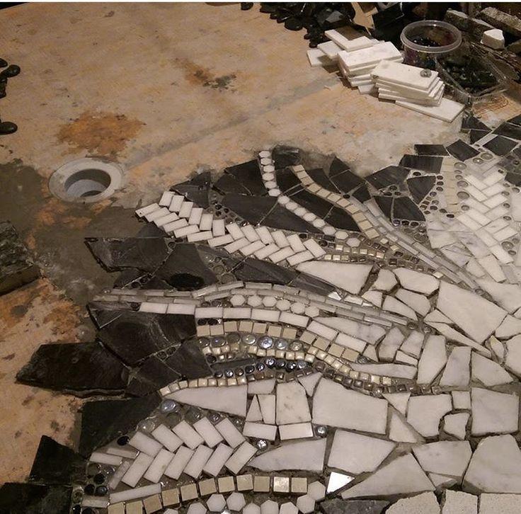 Best 25 broken mirror floor ideas on pinterest cd mosaic broken mirror art and mirror mosaic for Shattered mirror bathroom floor