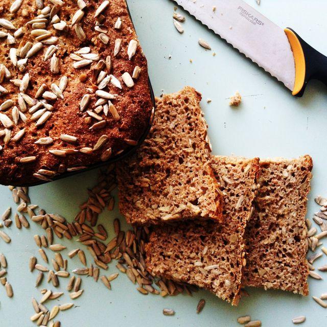 Der er intet som nybagt rugbrød, så i dag skal i få opskriften på et af mine favorit rugbrød. Nemlig ... Læs mere på bloggen.  Følg bloggen på Facebook - Instagram - Bloglovin Fang mig på sundemadpakk