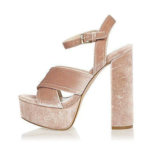 Roze hakken met plateauzolen en gekruiste bandjes - sandalen - schoenen / laarzen - dames