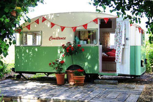 fun....for Laura H. Vintage Trailers, Vintage Caravan, Vintage Wardrobe, Green, Guest House, Camps, Vintage Travel Trailers, Backyards, Vintage Campers