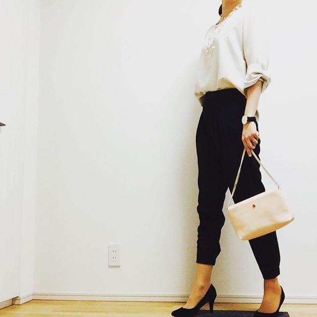 c_satomi_0117* todays outfit * tops#しまむら #さえこさん袖 pants#uniqlo  bag#zara pumps#楽天 * 今日は友達の結婚式の二次会に出席してきます〜✨ ワンピースと迷ったけどパンツスタイルで行きたかったからこの格好で 二次会だしきっと大丈夫← * いっぱい飲むぞ〜☺️ * #今日のコーデ #ママコーデ #ママガール #二次会コーデ #ユニジョ #アラサー #ロカリ #シンプルコーデ #ユニジョガー族 #uniqloginza #saita #mamagirl #locari #kurashiru #anecanlike