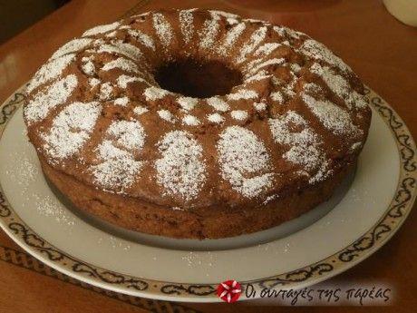 Κέικ με καρύδια και μήλα