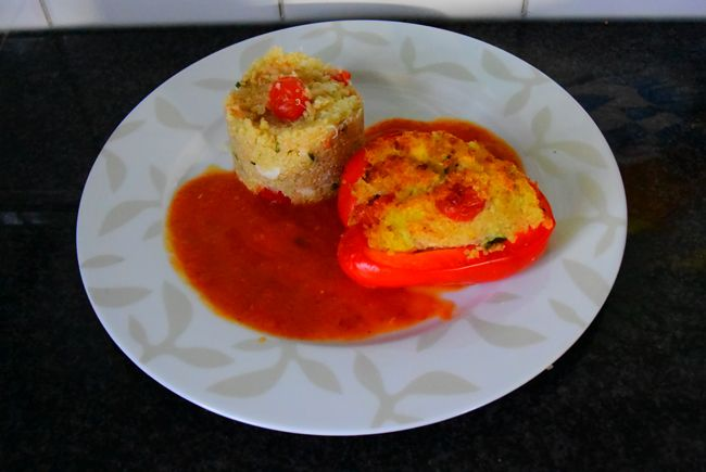 Recept voor Paprika gevuld met quinoa en krab. Meer originele recepten en bereidingswijze voor groenten vind je op gette.org.