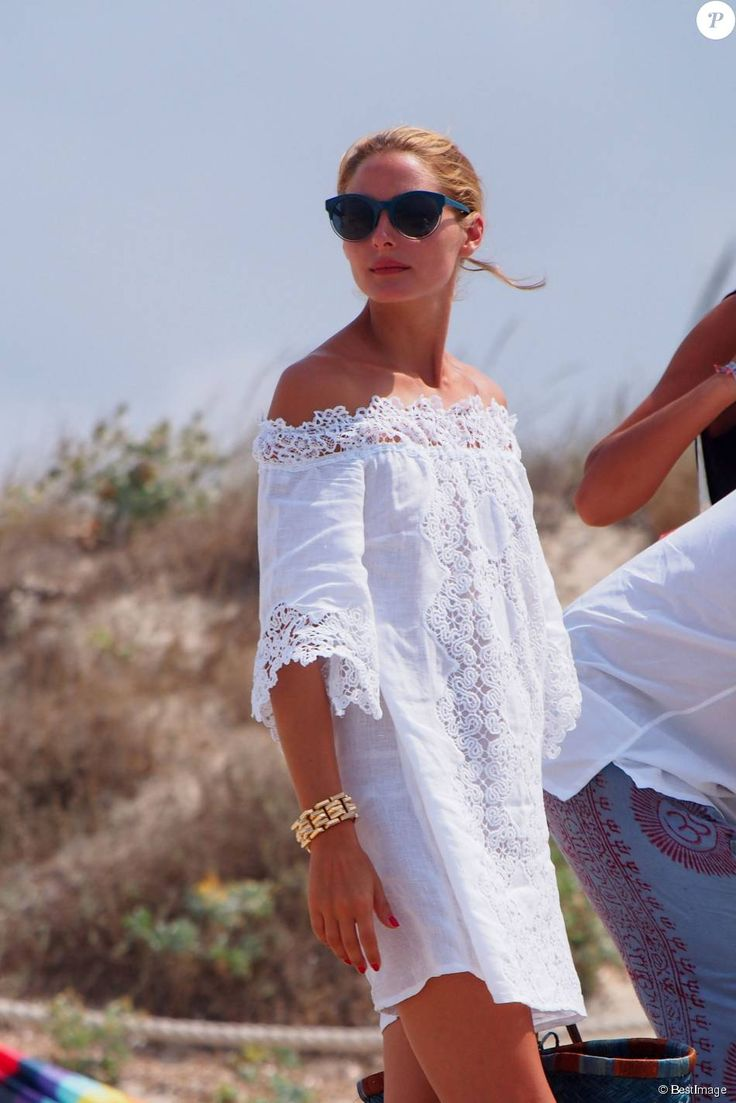 PHOTOS – Le designer Valentino et l'actrice Olivia Palermo en vacances à Formentera le 30 juillet 2015. Designer Valentino and actress Olivia Palermo on holidays in For