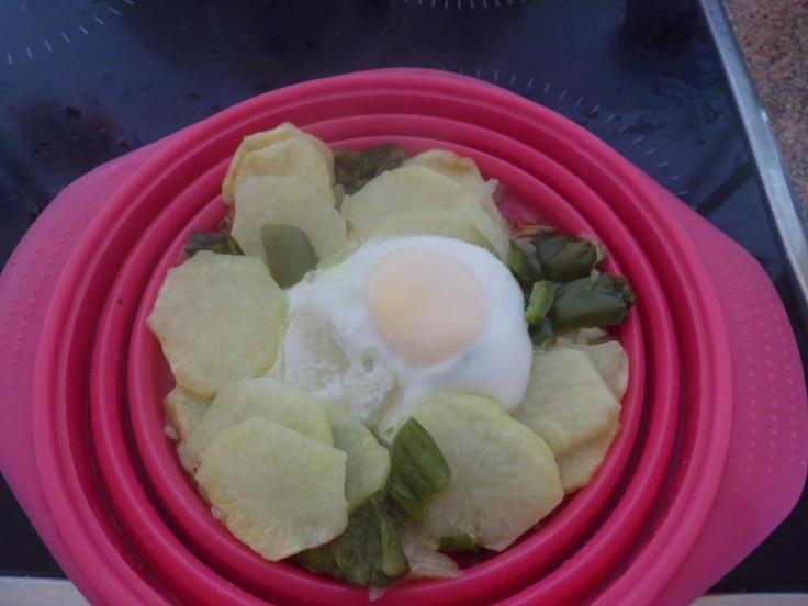 Receta en nuestra Papillote: patatas 4pp,pimientos,cebollas 0pp,una ct de aceite1pp,un huevo2pp. 8m en el microondas y 2m mas cuando le pongas el huevo