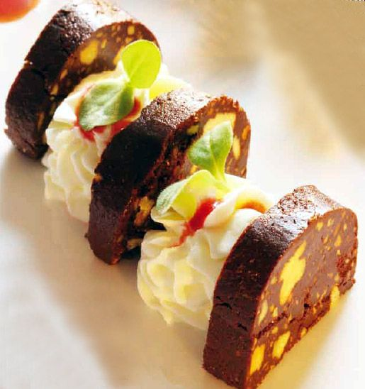 Morcilla de chocolate con espuma de mascarpone #recipes #sweets #cuisine