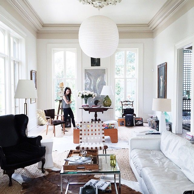 I've been looking for interesting people to follow on instagram in New Orleans and was so happy to find Juley Le's blog among your recommendations (thanks Jessie!). The stylish Southern blogger has a strong eye for design and these photos she snapped in the New Orleans home of Paul Costello and Sara Ruffin Costello pretty much blew my mind. The couple moved to NOLA from New …
