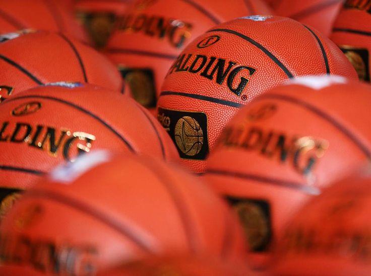 Zwei Tage Pause waren eindeutig lang genug! Dafür gibt es heute das volle Programm an Beko BBL Basketball. Thank God it's #gameday!  @ewebaskets gegen @fraport_skyliners  @brose_baskets gegen @cr_merlins  @soliver_baskets gegen @giessen_46ers  @bg_gottingen_fann gegen @albaberlin  @medibayreuth gegen @basketballloewen  @mhp_riesen gegen @waltertigers  @phoenix_hagen gegen @fcb_basketball  @die_eisbaeren gegen @ratiopharmulm  @telekombaskets gegen @mbcwoelfe  Welche Begegnung findet ihr am…
